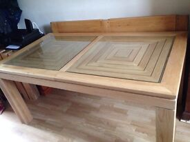 Oak Dining Table solid wood new condition, legs un bolt. Macclesfield area.