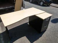Quick sale all must go 10 x great quality office desks just £35 A set
