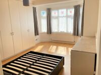InHouse 1EnSuite 1DoubleRm Share 2 BathShower KitchenDineSitDoorsGarden IncludesBillsNet NearTubeBus