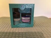 Neal's Yard Unwind Aromatic Bath & Body Duo