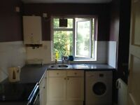 ROOM TO LET ONE KINGSIZE BEDROOM WITH FUNITURES TO LET, CLOSE TO KINGSTON TOWN CENTRE, UNIVERISTY
