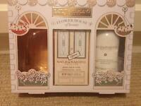 Bayliss & Harding Flower House of Beauty Peach, Rose & Vanilla set