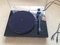 project debut 3 turntable with ortofon OMB 5E cartridge.