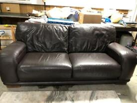 🚚🚚Super Comfortable Three Seater Leather Sofa For Sale Free Delivery Radius Apply