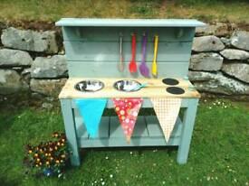 Mud kitchen / outdoor play kitchen