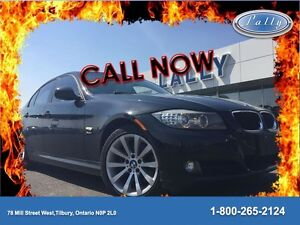 2011 BMW 3 Series 328i xDrive Classic Edition, AWD, Roof, NAV!!