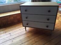 Meredew Chest of drawers . Excellent condition & stylish piece! Solid oak