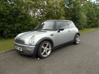 MINI COOPER 1.6 SILVER 2002 SPARES OR REPAIR *DOES NOT DRIVE* BARGAIN ONLY £450 *LOOK*
