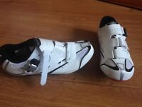 Cycling shoes with cleats