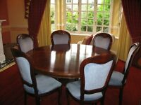 CIRCULAR MAHOGANY DINING TABLE WITH 6 CHAIRS