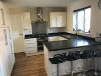 Complete Magnet Shaker Cream Gloss Kitchen Units Cupbords Only 4 Years Old Fantastic Condition