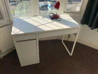 White IKEA MICKE desk with drawers in good condition