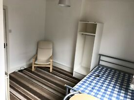 Modern Clean City Centre,All bills inclusive, Fully Funished Studio Apartment. NO FEES