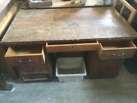 Retro desk with drawers