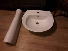 Bathroom sinks & pedestals