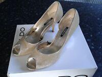 size 39 George heels