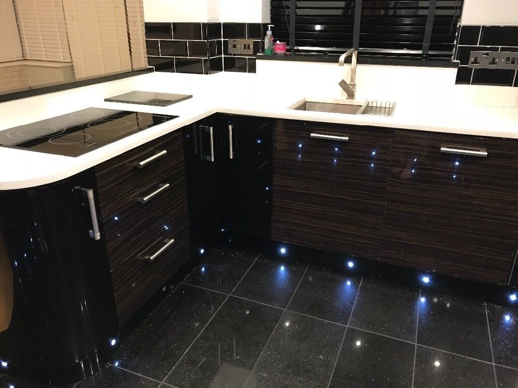 High Gloss Black Kitchen Units White Quartz Worktops