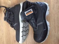 Uvex safety boots size 6
