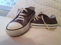Size 7 boys Converse Originals