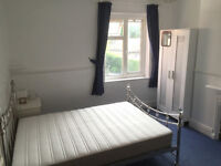 Large Double Room - Moordown, near Bus Routes, Airport & Winton