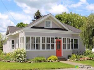 319 000$ - Maison à un étage et demi à vendre à Sutton