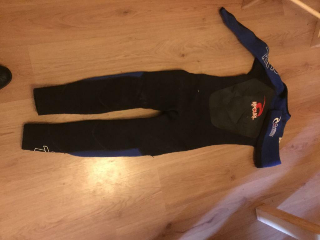 Small boys ripcurl wetsuit