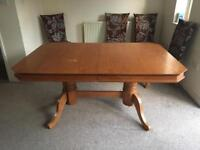Extendable Solid Oak Dining Table for 6-8 people