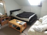 CENTRAL BRIGHTON - SUNNY DOUBLE ROOM, AVAIL NOW