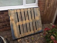 FREE PALLET - COLLECT ASAP! IDEAL FOR BONFIRE NIGHT