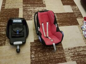 Maxi Cosi car seat with Easy Fix base