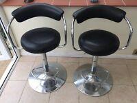 Black bar stools with chrome bottom x2