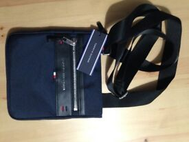 **BRAND NEW** TOMMY HILFIGER Elavated Mini Crossover - Navy Blue
