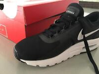 Nike air max zero essential size 6 trainers