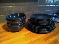 18 piece crockery set (plates & bowls)