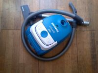bagged Hoover vacuum cleaner in vgc
