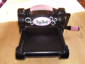 SIZZIX BIG SHOT MACHINE WITH DUST COVER - BLACK AND PINK - GOOD PRE LOVED CONDITION - COLLECT NR3