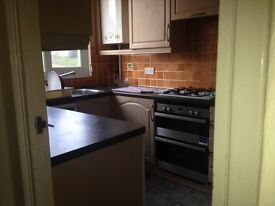 Double room, sharing with other professionals, 5 mins from Haywards Heath train station. £409pcm.