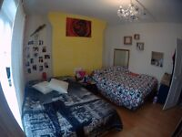 BEDSIT in a Shared room ( for Lady) BethnalGreen Zone 2 NO FEE