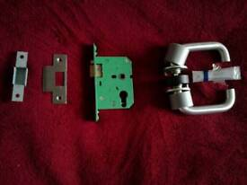 5 sets of doorlocks and handles,brand new still boxed