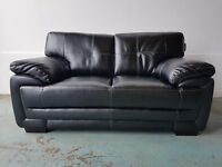 BRAND NEW BLACK LEATHER 2 SEATER SOFA / SETTEE / COUCH / SUITE ON WOODEN FEETS DELIVERY AVAILABLE
