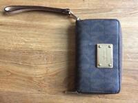 Michael Kors medium jet set phone purse