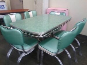 Chrome Vintage 1950 039 S Formica Kitchen Table And Chairs