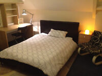 LARGE ROOM TO RENT (ALL BILLS INCLUDED) IN CENTRAL CARDIFF – GREAT LOCATION (NO COUPLES)