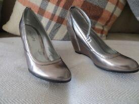 Ladies Wedge Shoes Size 5 (38) Silver colour