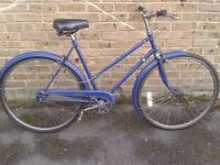 LADIES ELSWICK VINTAGE CITY BIKE IN VERY GOOD CONDITION 3 SPEED 21''inch frame size