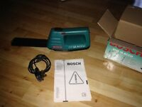 like new Bosch Hedge trimming . cordless - aha 18 hedge trimmers with box and charger