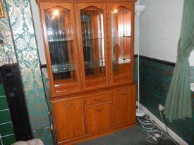 Quality display cabinet with lights. 184cmx124cmx38cm