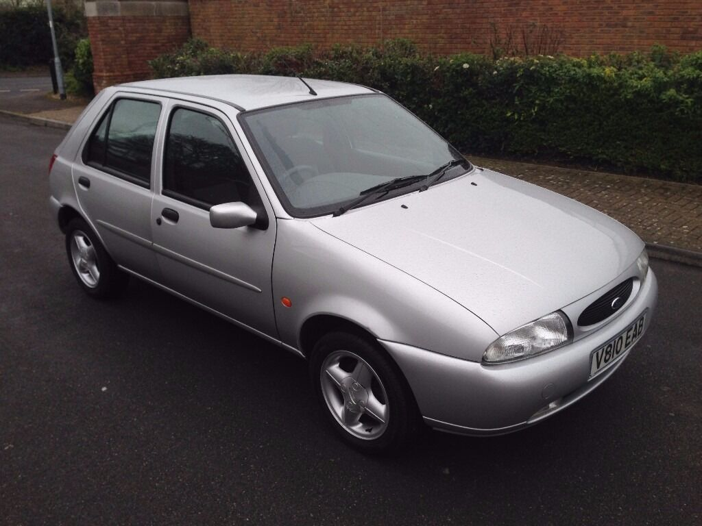 1999 v reg ford fiesta 16v zetec mk5 petrol manual 5 door met silver just 40 000. Black Bedroom Furniture Sets. Home Design Ideas