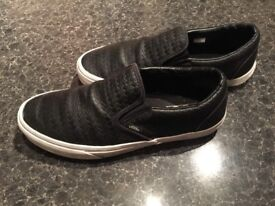 VANS IN LEATHER SIZE 9 AMAZING CONDITIONS ONLY £18