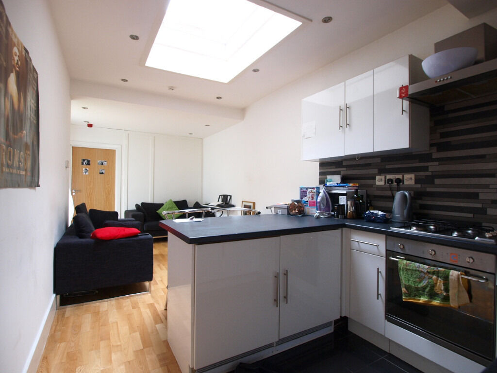Modern large 3 double bedroom flat with private patio and under floor heating